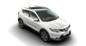 2015-Nissan-Qashqai-up-view