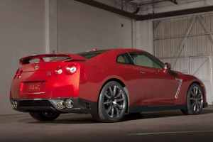 2016_Nissan_GT-R_Premium_2dr_Coupe_AWD_38L_6cyl_Turbo_6AM_5713210