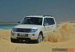 2014-Mitsubishi-Pajero-Exceed-beach