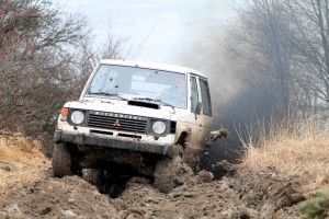 Pajero_in_offroad