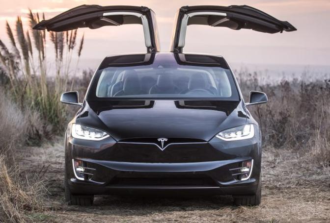 Tesla renunta la Model X 60D