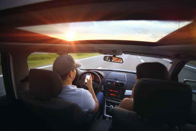 Gata cu live-urile de la volan – proiect de lege